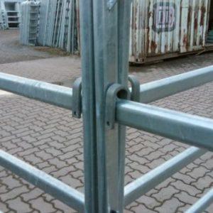 Fixation pour trois barrières rigide d'angle