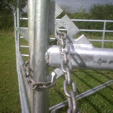 Fixation par chainettes 1